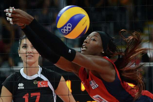 US' Destinee Hooker attempts to set during the Women's preliminary pool B volleyball match between USA and Turkey in the 2012 London Olympic Games in London on August 5, 2012. Photo: KIRILL KUDRYAVTSEV, AFP / Getty Images / AFP