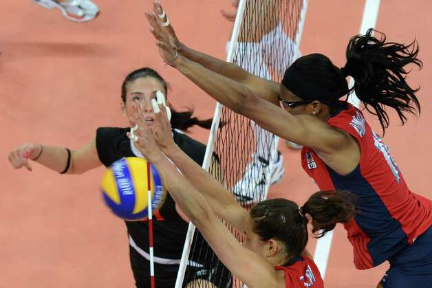 US' Destinee Hooker (R, top) and Logan Tom (R) attempt to block during the Women's preliminary pool B volleyball match between USA and Turkey in the 2012 London Olympic Games in London on August 5, 2012. Photo: KIRILL KUDRYAVTSEV, AFP / Getty Images / AFP