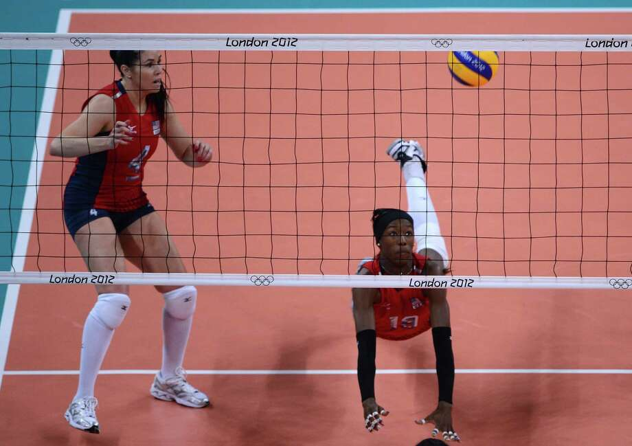Destinee Hooker of the US (R) is watched by teammate Lindsey Berg as she dives to reach the ball during the Women's semi-final volleyball match between South Korea and the US in the London 2012 Olympic Games at the Earl's Court Arena in London on August 9, 2012. USA beat South Korea 25-20, 25-22, 25-22. Photo: MANAN VATSYAYANA, AFP / Getty Images / AFP