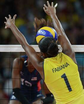 Brazil's Fabiana Claudino (R) blocks US Destinee Hooker during the women's volleyball gold medal match of the London 2012 Olympics Games, in London on August 11, 2012. Photo: KIRILL KUDRYAVTSEV, AFP / Getty Images / AFP