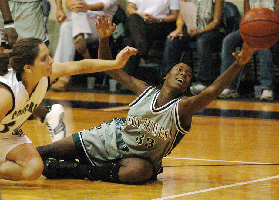 Southwest's Destinee Hooker (33) fights for a loose ball with Clarks' Liz Purnell (34) during their basketball game at O'Connor High School on Tuesday, November 9, 2004. Southwest defeated Clark, 58-46. Photo: KIN MAN HUI, San Antonio Express-News / SAN ANTONIO EXPRESS-NEWS