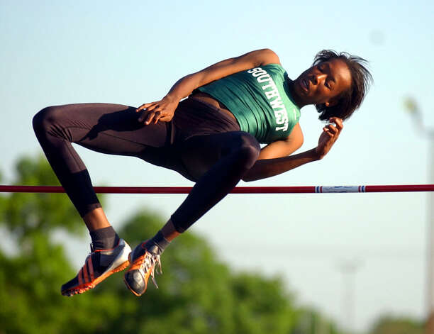 Southwest's Destinee Hooker stayed unbeaten in the high jump this season by clearing 5 feet, 4 inches at the Edgewood Relays, Thursday, March 27, 2003. Photo: EDWARD A. ORNELAS, San Antonio Express-News / SAN ANTONIO EXPRESS-NEWS