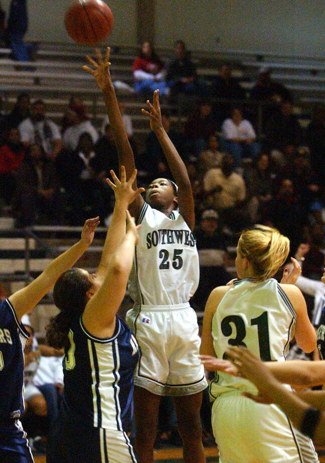 Southwest's Destinee Hooker puts up a tall jumper against Smithson Valley Friday, January 24, 2003. Photo: TOM REEL, San Antonio Express-News / SAN ANTONIO EXPRESS-NEWS