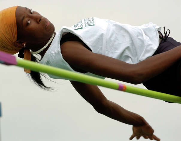 Destinee Hooker works out on the high jump Thursday, May 6, 2004 at Southwest High School. Photo: BAHRAM MARK SOBHANI, San Antonio Express-News File Photo / SAN ANTONIO EXPRESS-NEWS