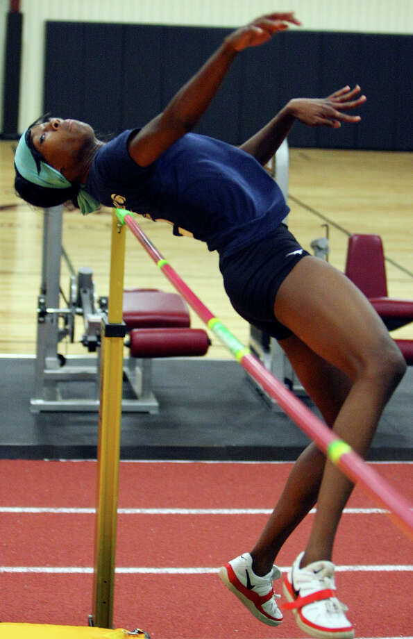 Destinee Hooker, practicing June 24, 2008 at So High Sports & Fitness Training in San Marcos, is trying to make the Olympic team in the high jump. Photo: EDWARD A. ORNELAS, San Antonio Express-News / eornelas@express-news.net