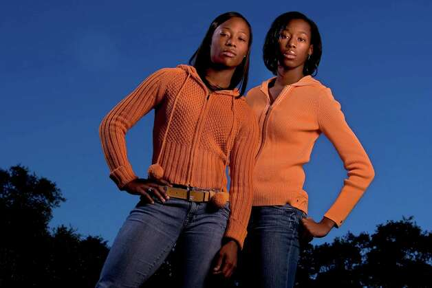 Sisters Marshevet (left) and Destinee Hooker, seen here on Dec. 21, 2005, have been named Express-News Sportswomen of the Year. Photo: WILLIAM LUTHER, San Antonio Express-News / SAN ANTONIO EXPRESS-NEWS