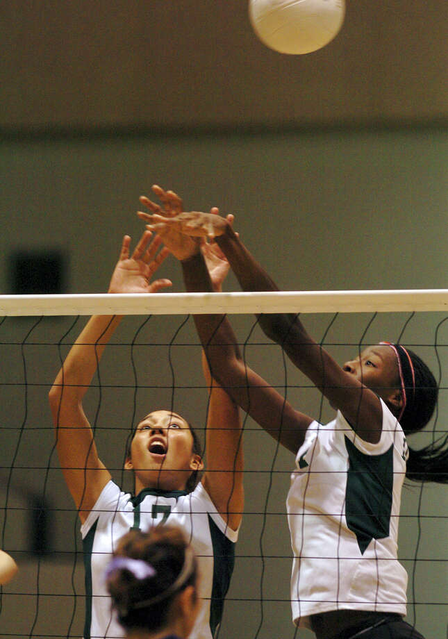 Southwest's Destine Hooker and Daniella Vidaurri attempt a block against Boerne at Southwest High Campus in San Antonio on Sept. 6, 2005. Photo: DELCIA LOPEZ, San Antonio Express-News File Photo / SAN ANTONIO EXPRESS-NEWS