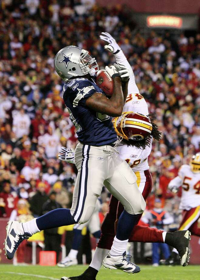 Martellus Bennett #80 of the Dallas Cowboys catches a touchdown pass against Chris Horton #48 of the Washington Redskins to lead Dallas 14-10 over Washington in the fourth quarter during the game on November 16, 2008 at FedEx Field in Landover, Maryland. Photo: Jim McIsaac, Getty Images / 2008 Getty Images