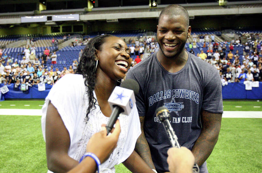 Silver Stars' Sophia Young (left) jokes with Dallas Cowboys' tight end Martellus Bennett after practice Friday Aug. 7, 2009 at the Alamodome. Photo: EDWARD A. ORNELAS, San Antonio Express-News / eaornelas@express-news.net