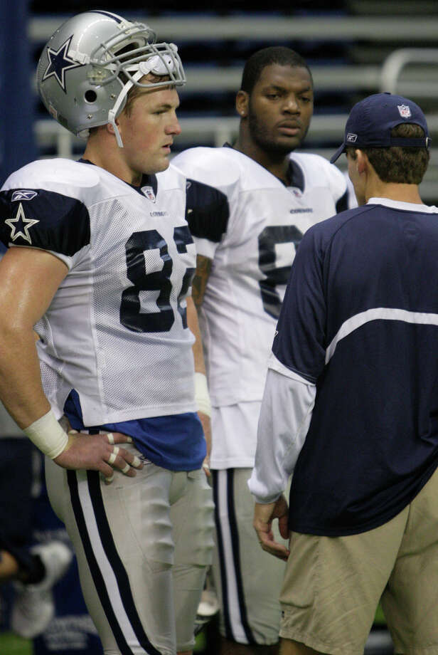 Dallas Cowboys wide receivers Jason Witten, (82), left, and Martellus Bennett, (80), center, talk with offensive coordinator Jason Garrett during practice at the Alamodome, Tuesday, August 4, 2009. Photo: JERRY LARA, San Antonio Express-News / glara@express-news.net