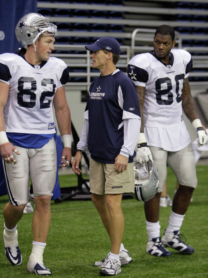 Dallas Cowboys wide receivers Jason Witten, (82) and Martellus Bennett, (80), talks with offensive coordinator Jason Garrett during practice at the Alamodome, Tuesday, August 4, 2009. Photo: JERRY LARA, San Antonio Express-News / glara@express-news.net