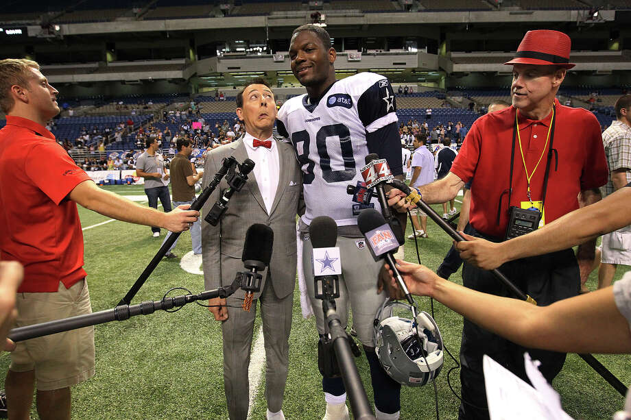 Comedian Pee Wee Herman (left) makes a face while posing for a picture with Cowboys tight end Martellus Bennett (80) at the evening session of the Dallas Cowboys training camp at the Alamodome on Thursday, Aug. 4, 2011. Photo: KIN MAN HUI, San Antonio Express-News / SAN ANTONIO EXPRESS-NEWS