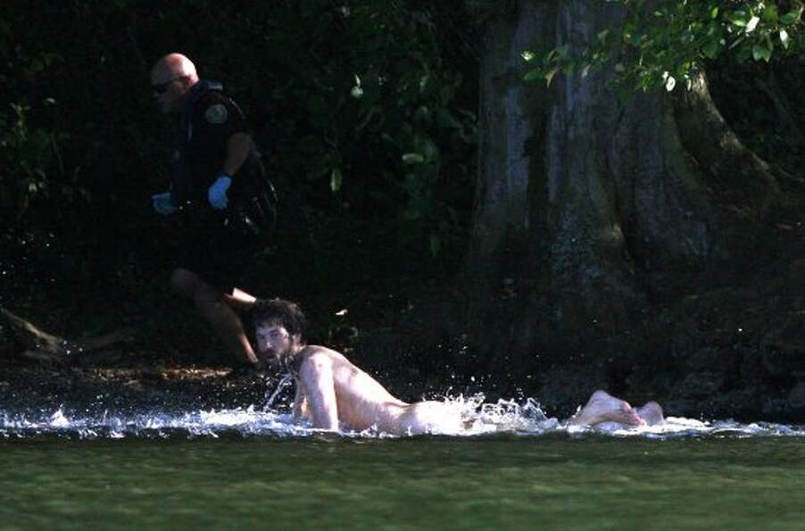 Officers pursue a naked man around Duck Island after they said he assaulted two teenagers at Green L