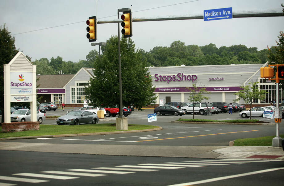 The Stop & Shop at 2600 Madison Avenue in Bridgeport is closing on September 30. Photo: Brian A. Pounds / Connecticut Post