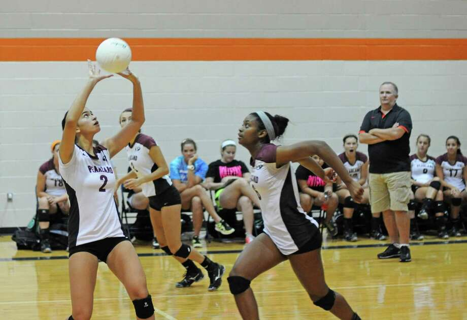 Pearland junior setter Nicole Poling, No. 2 sets up senior middle blocker and co-captain Ashlee Vann, right, during the recent Katy ISD Volleyball Tournament. The Lady Oilers won the Katy event during a 10-1 overall start to the season. Photo: L. Scott Hainline / The Chronicle