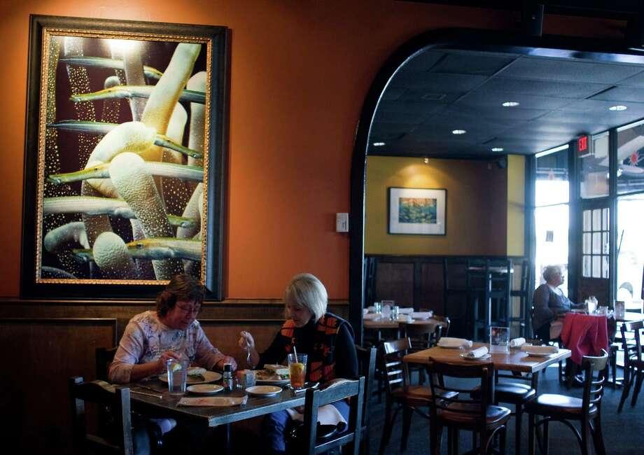 Robin Bruce, left, and Carlene Warren eat lunch at La Vista restaurant on Friday, Feb. 20, 2009, in Houston. ( Sharon Steinmann / Chronicle ) Photo: Sharon Steinmann / Houston Chronicle