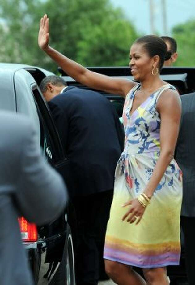 Michelle Obama waves after disembarking Air Force One at Louis Armstrong Airport in New Orleans, Louisiana, on August 29, 2010.  (JEWEL SAMAD / AFP/Getty Images)