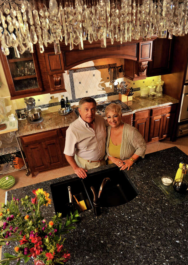 SLUG: TST Kitchen Raimondie 0909-AssignID 444934-September 3, 2012-San Antonio, Texas---Gerry Saulnier and Louise Raimondie int he kitchen of their newly constructed Fair Oaks Ranch hoome. Photo: Robin Jerstad/For The Express-Ne