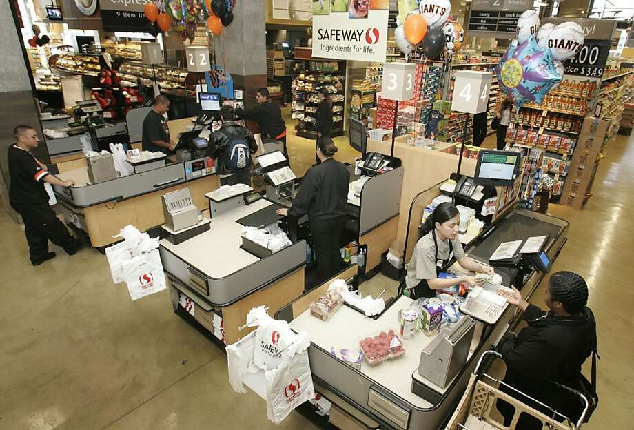 Safeway sales have slumped, but its gift-card unit has been thriving. One analyst called it an undervalued asset. Photo: Mark Costantini, SFC