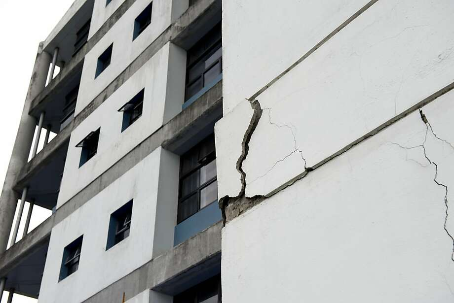 A wall at the University of Costa Rica is damaged by the powerful temblor 25 miles deep. Photo: Thomas Dooley, Associated Press