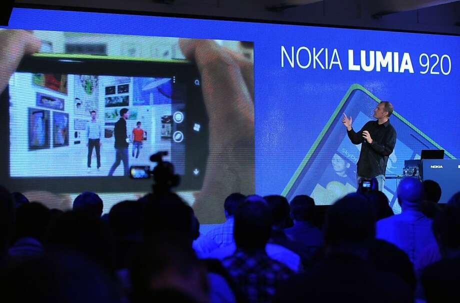 Kevin Shields, Nokia senior vice president, walks through many of the features of the Nokia Lumia 920. Photo: Diane Bondareff, Associated Press