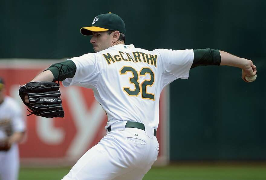 OAKLAND, CA - SEPTEMBER 05:  Brandon McCarthy #32 of the Oakland Athletics pitches against the Los A