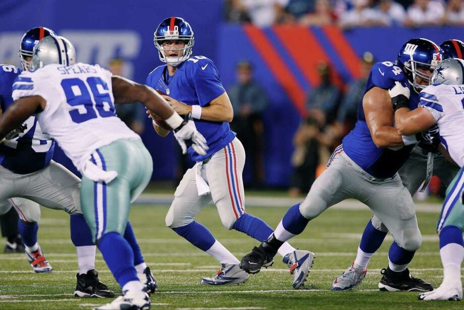 Giants quarterback Eli Manning checks for his receivers down the field. Photo: Julio Cortez, Associated Press / AP