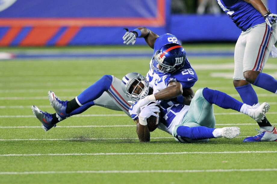 New York Giants' Antrel Rolle, top, tackles Dallas Cowboys' DeMarco Murray during the second half. Photo: Bill Kostroun, Associated Press / FR59151 AP