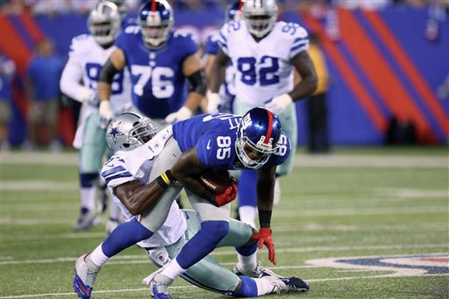 Dallas Cowboys linebacker Bruce Carter (54) tackles New York Giants tight end Martellus Bennett (85) during the first half of an NFL football game Wednesday, Sept. 5, 2012, in East Rutherford, N.J. (AP Photo/Seth Wenig) Photo: Seth Wenig, Associated Press / AP