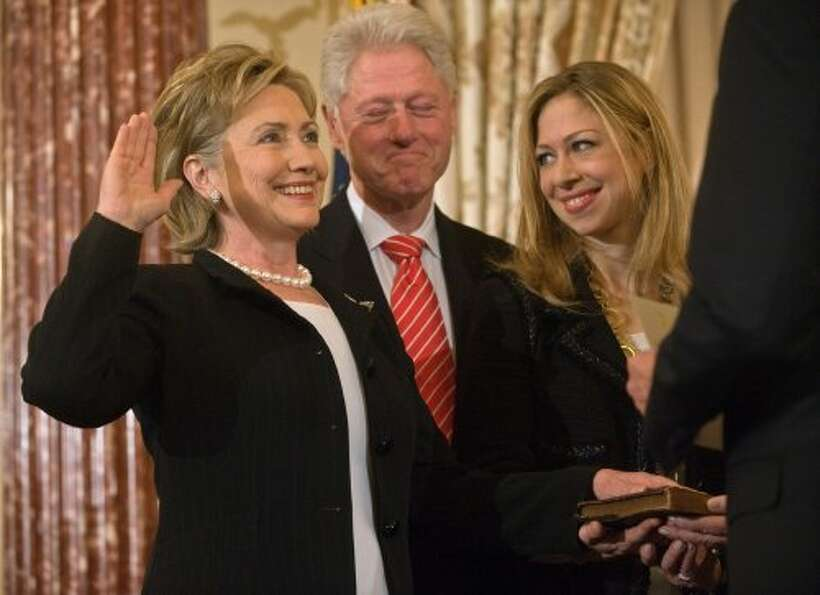 (FILES) Photo dated  February 2, 2009 shows US Secretary of State Hillary Clinton (L) being ceremoni