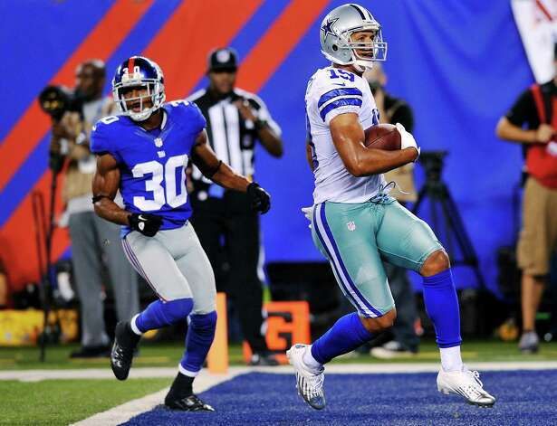 Dallas Cowboys wide receiver Miles Austin scores a touchdown past New York Giants defensive back Justin Tryon during the second half. Photo: Bill Kostroun, Associated Press / FR59151 AP