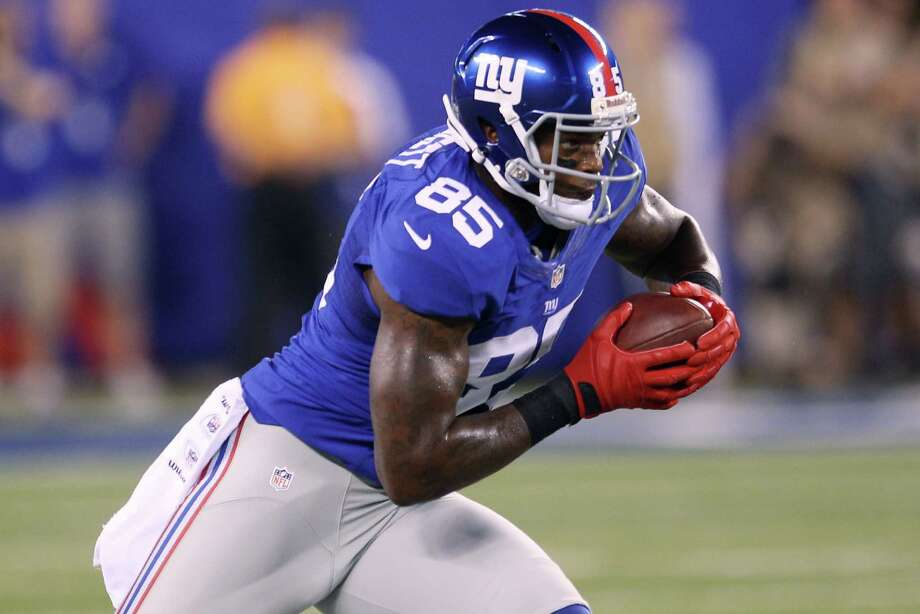 New York Giants' Martellus Bennett runs the ball during the first half of an NFL football game against the Dallas Cowboys Wednesday, Sept. 5, 2012, in East Rutherford, N.J. (AP Photo/Seth Wenig) Photo: Seth Wenig, Associated Press / AP