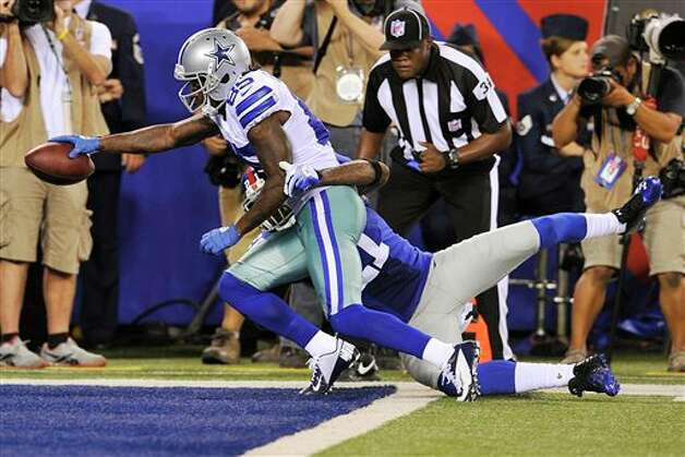 Dallas Cowboys wide receiver Kevin Ogletree (85) scores a touchdown as New York Giants strong safety Kenny Phillips (21) defends during the second half of an NFL football game, Wednesday, Sept. 5, 2012, in East Rutherford, N.J. (AP Photo/Bill Kostroun) Photo: Bill Kostroun, Associated Press / FR59151 AP