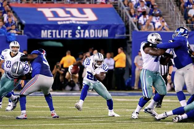 Dallas Cowboys running back DeMarco Murray runs with the ball against the New York Giants during the first half of an NFL football game Wednesday, Sept. 5, 2012, in East Rutherford, N.J. (AP Photo/Julio Cortez) Photo: Julio Cortez, Associated Press / AP