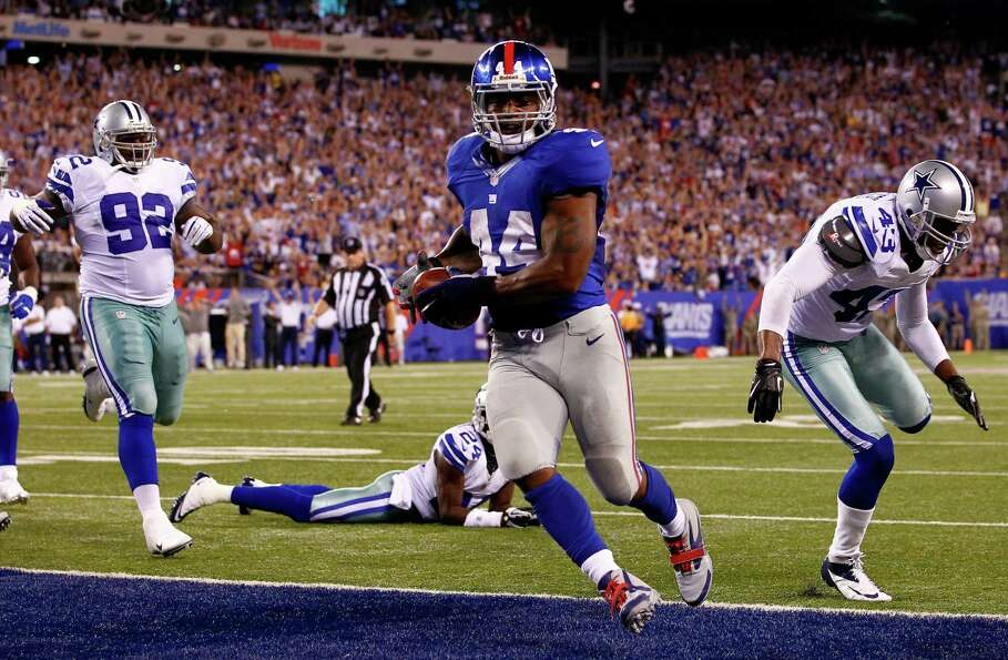 EAST RUTHERFORD, NJ - SEPTEMBER 05:  running back Ahmad Bradshaw #44 of the New York Giants scores a
