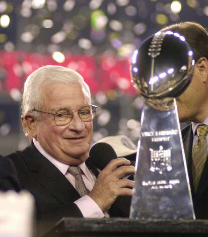 FILE - Baltimore Ravens owner Art Modell is seen with the Vince Lombardi Trophy after the Ravens beat the New York Giants 34-7 in  Super Bowl XXXV in this Jan. 28, 2001 file photo taken in Tampa, Fla. Modell is hospitalized in Baltimore. The team said Wednesday Sept. 5, 2012 the 87-year-old Modell is at Johns Hopkins Hospital. Cleveland television station WKYC reported that Modell's vital organs are failing. (AP Photo/Dave Martin, File) Photo: DAVE MARTIN, STF / AP