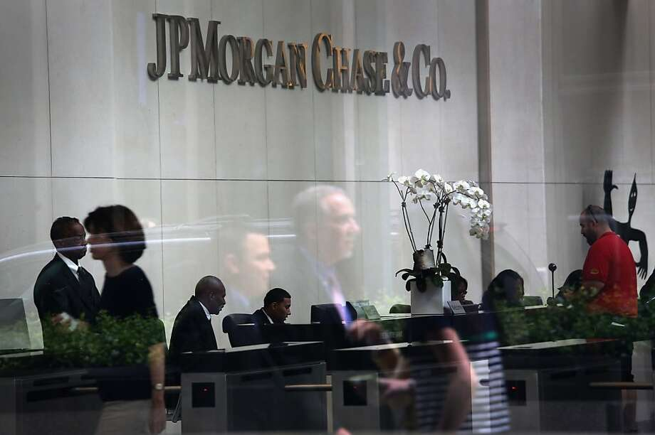 JPMorgan Chase & Co.'s bets on derivatives are the focus of an inquiry by a U.S. Senate panel led that has grilled banking executives, three sources say. Photo: John Moore, Getty Images