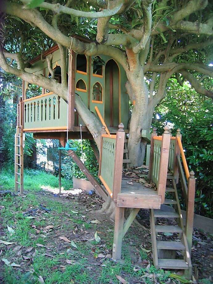 John Henry Lionheart's Taj Mahal-themed tree house in the North Berkeley neighborhood was featured in Popular Mechanics magazine. Photo: Finetreehousebuilding.com