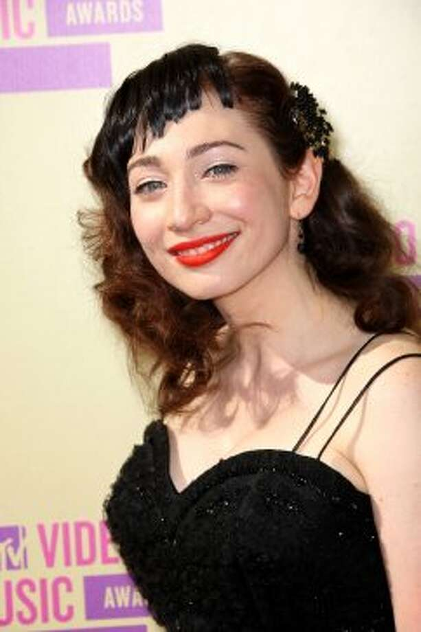 FYI Regina Spektor, hair dye is supposed to match. 