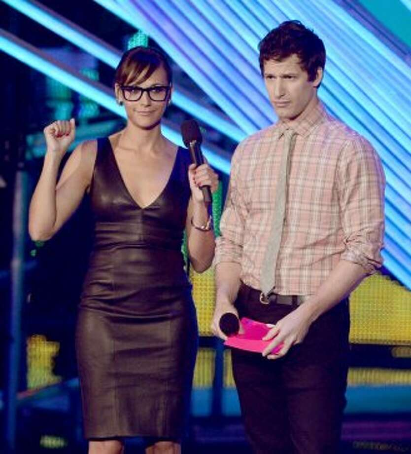 """Celeste and Jesse Forever"" co-stars Rashida Jones and Andy Samberg present an award during the 2012 MTV Video Music Awards at Staples Center on September 6, 2012 in Los Angeles, California.  (Kevin Winter / Getty Images)"