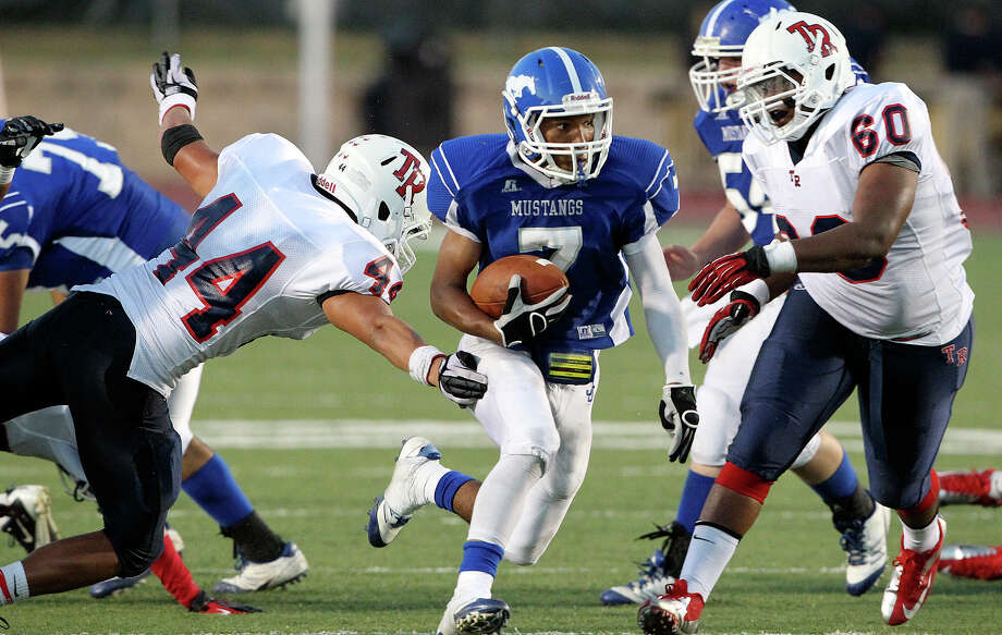 Mustang running back Dae Ross cuts through the middle as Jay plays Roosevelt at Gustafson Stadium on September 6, 2012. Photo: Tom Reel, San Antonio Express-News / ©2012 San Antono Express-News