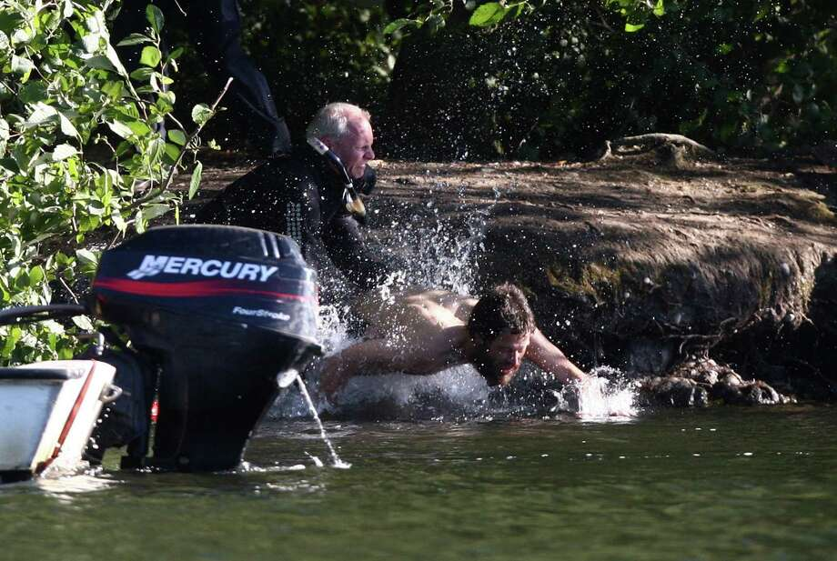 Officers pursue as a naked man runs from Seattle police officers after 
