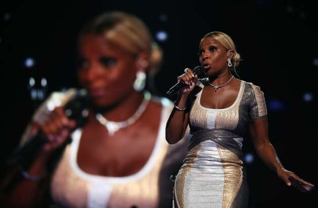 CHARLOTTE, NC - SEPTEMBER 06:  Musician Mary J. Blige performs on stage during the final day of the Democratic National Convention at Time Warner Cable Arena on September 6, 2012 in Charlotte, North Carolina. The DNC, which concludes today, nominated U.S. President Barack Obama as the Democratic presidential candidate.   (Chip Somodevilla / Getty Images)