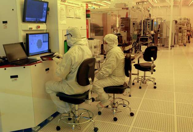 Workers in a clean room on Tuesday, Jan. 12, 2010, at the College of Nanoscale Sciences and Engineering in Albany, N.Y. (Cindy Schultz / Times Union) Photo: CINDY SCHULTZ