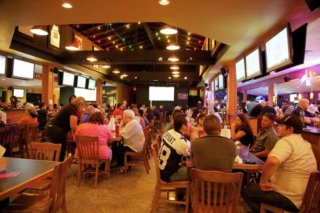 Big Sam's has a full house on the first night of football season. Photo: Xelina Flores-Chasnoff, For The Express-News