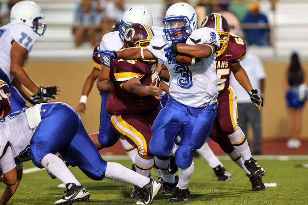 Lanier running back Isaac Cervantes (3) looks for running room during their game with Harlandale at Harlandale Memorial Stadium on Sept. 7, 2012.  MARVIN PFEIFFER/ mpfeiffer@express-news.net Photo: MARVIN PFEIFFER, Express-News / Express-News 2012