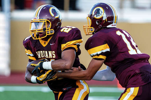 Harlandale running back Nicholas Martinez takes a handoff from quarterback Brandon Ramon during their game at with Lanier at Harlandale Memorial Stadium on Sept. 7, 2012.  Harlandale won the game 58-16.  MARVIN PFEIFFER/ mpfeiffer@express-news.net Photo: Marvin Pfeiffer, San Antonio Express-News / Express-News 2012