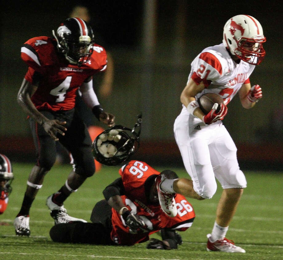 Memorial's Chris Beggins (21) runs past Westfield's Steofan Mask as Mask loses his helmet during the second half of a high school football game, Friday, September 7, 2012 at George Stadium in Spring, TX. Photo: Eric Christian Smith, For The Chronicle