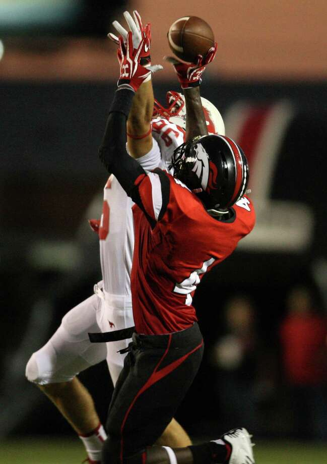 Westfield's Brian Peavy (4) breaks up a pass intended for Memorial's Morgan Whatley during the first half of a high school football game, Friday, September 7, 2012 at George Stadium in Spring, TX. Photo: Eric Christian Smith, For The Chronicle