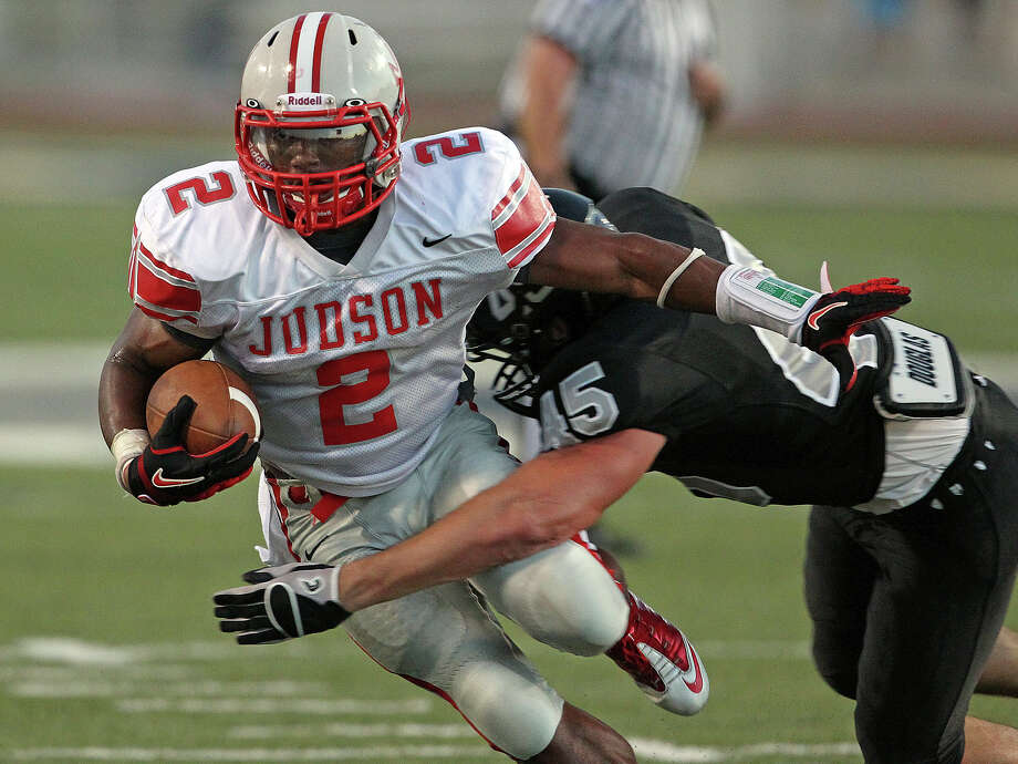 Jarveon Williams moves the ball for the Rockets as Steele hosts Judson at Lehnhoff Stadium on September 7, 2012. Photo: Tom Reel, Express-News / ©2012 San Antono Express-News